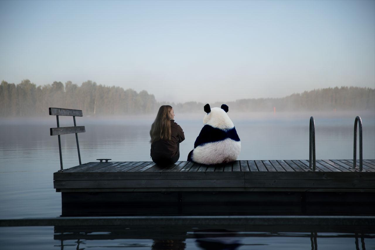 tytto-ja-panda-laiturilla